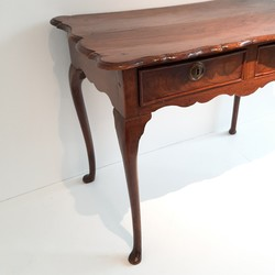 Dutch Elm Lowboy Or Teatable country in elm, Dutch late 18th century